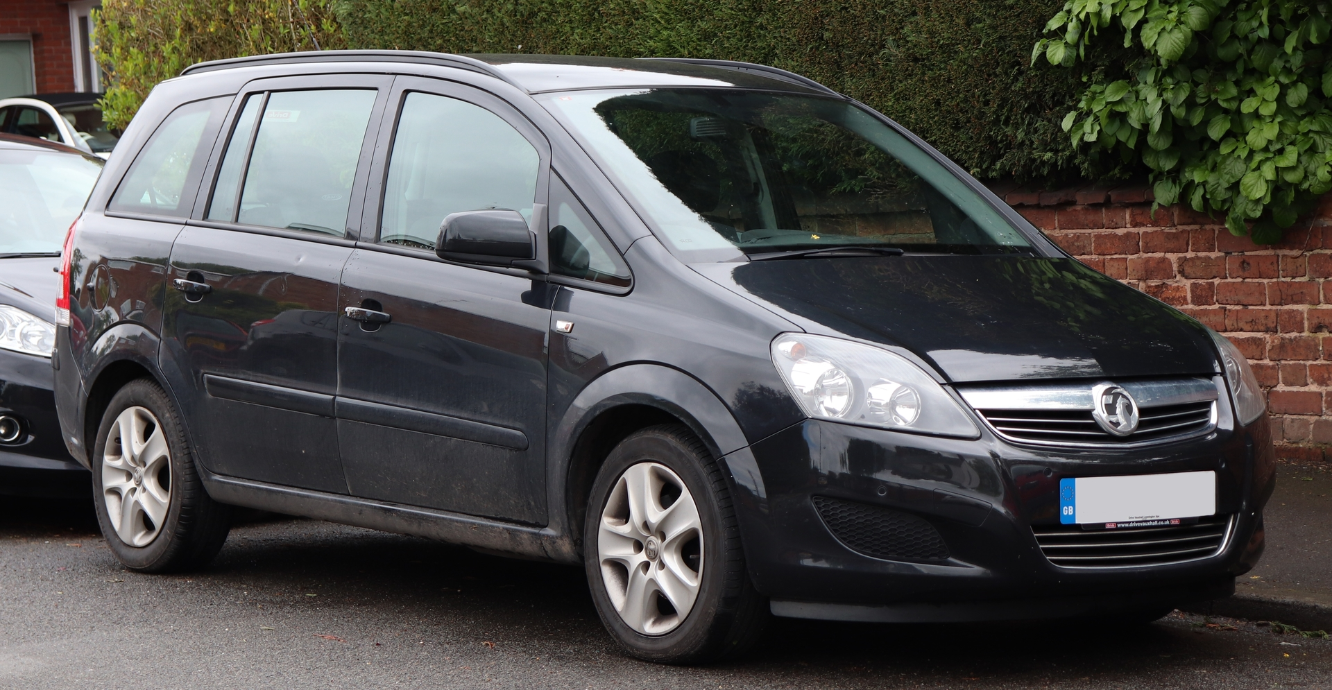 Large family used car Zafira